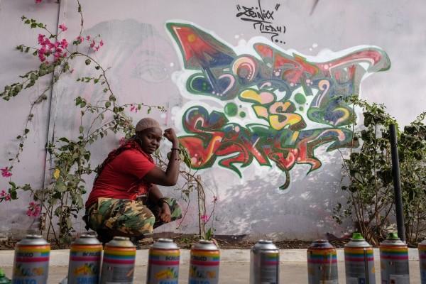 Lerne Dieynaba kennen: Senegals erste Graffiti-Künstlerin, die für den Fortschritt kämpft