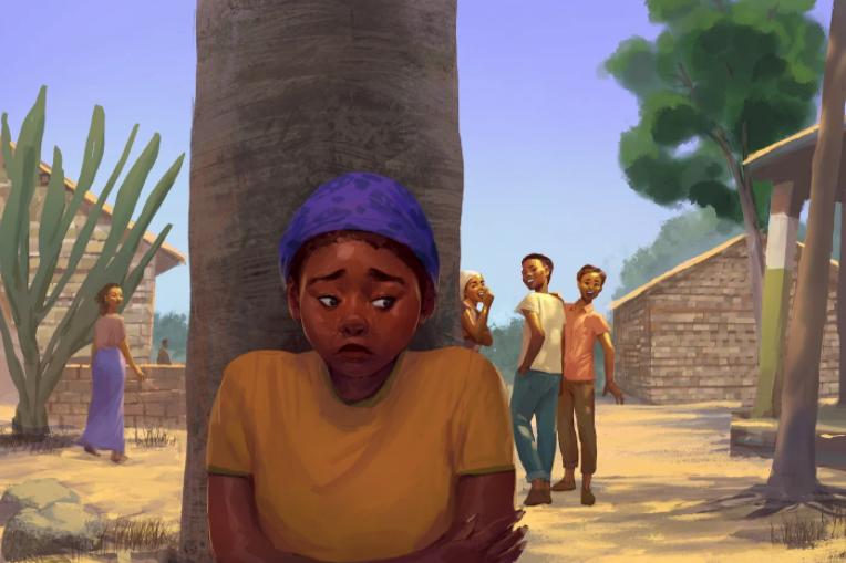 Junge Frau steht vor einem Baum. Im Hintergrund stehen junge Männer, die miteinander reden.