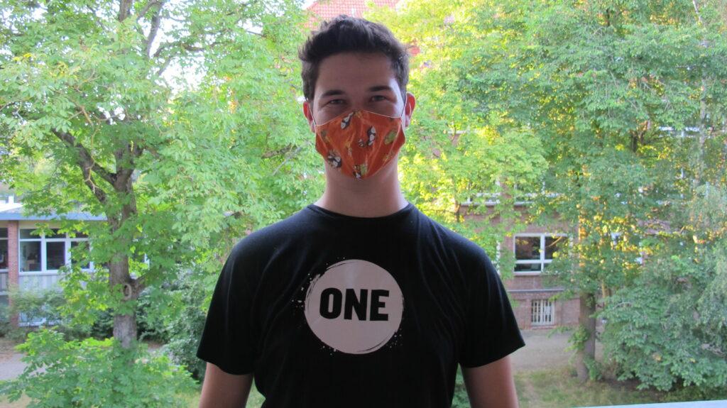 Lukas mit Maske