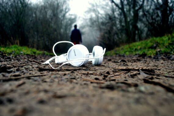 Unsere Podcast-Empfehlungen für die dunkle Jahreszeit