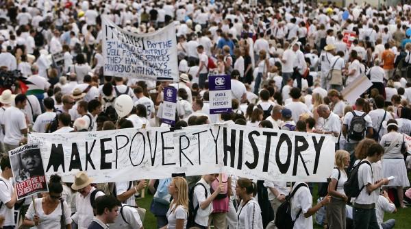 """2 juillet 2005 à la marche """"Make Poverty History"""" à Edimbourg, Irlande. Photo by Bruno Vincent/Getty Images."""