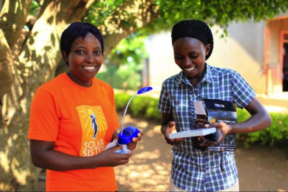 """Le concept """"Solar Sister"""" : faciliter l'accès à l'énergie et promouvoir l'entreprenariat féminin"""