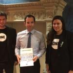 Arnaud Stuart et Sarah Khamassi avec Benoit Hamon, député des Yvelines