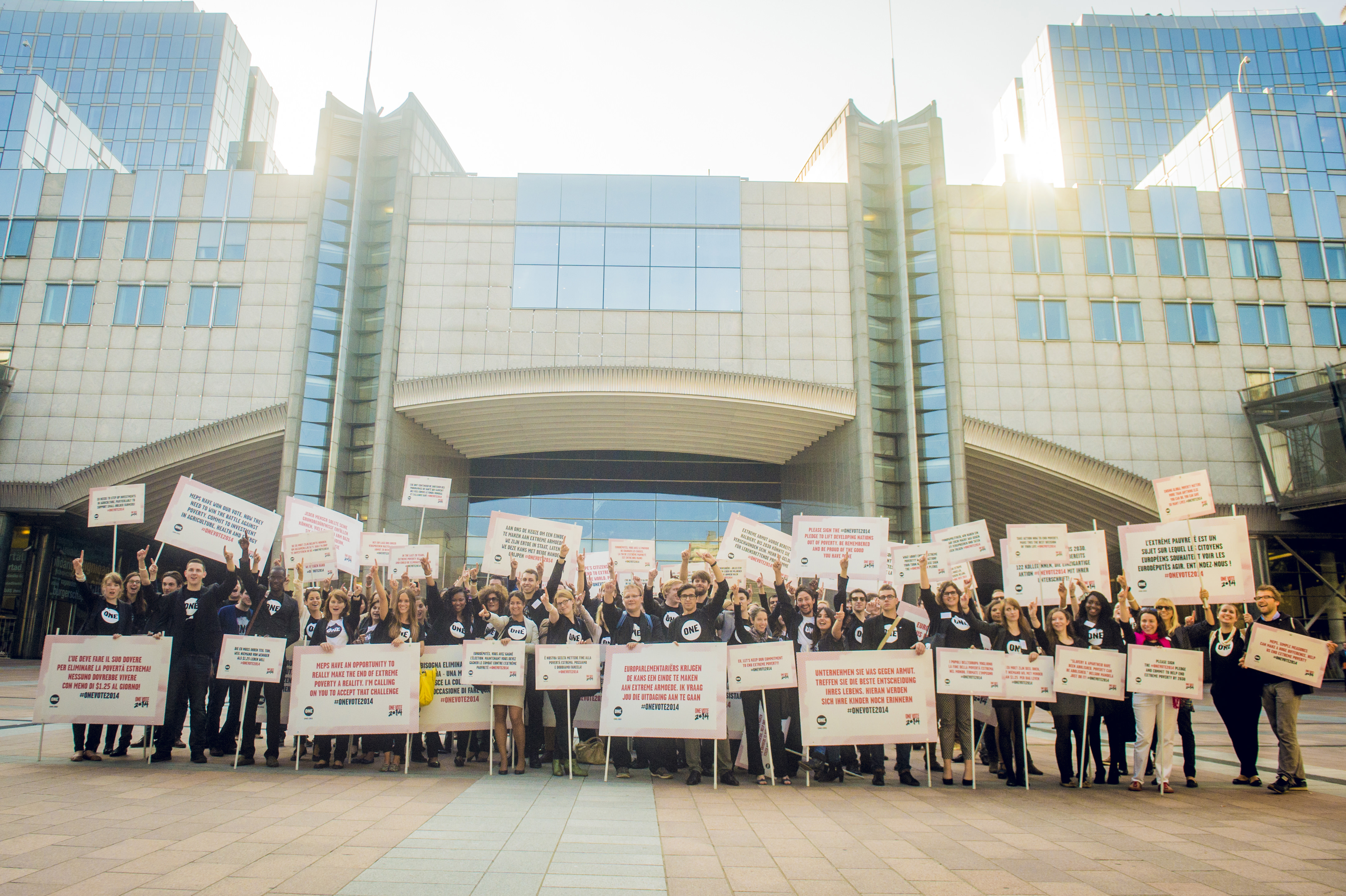 European Parliament takeover: 130 Youth Ambassadors take your tweets to the streets
