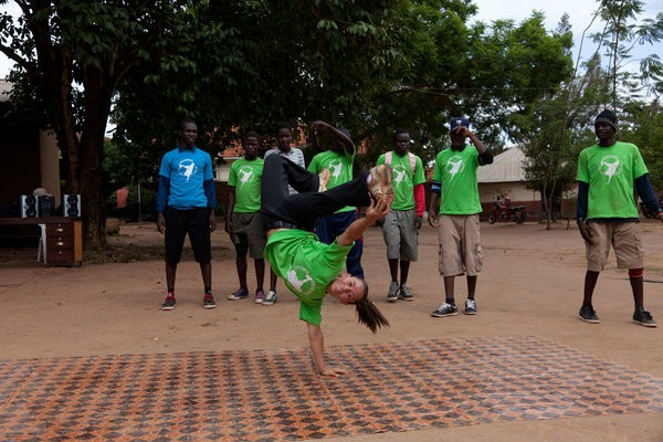 A Peace Corps volunteer in Uganda works with a breakdancing group of girls in her community!