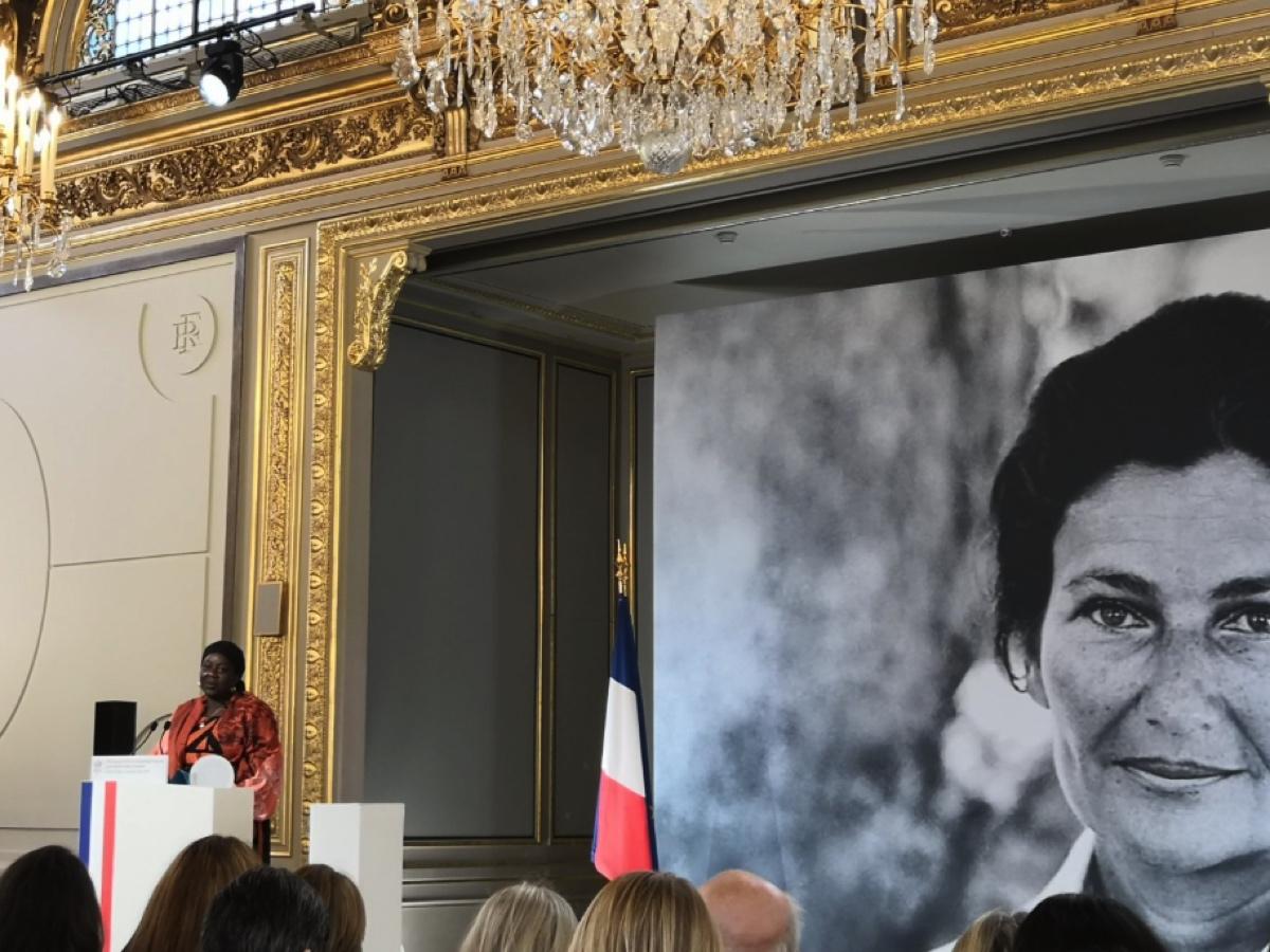 Aïssa Doumara accepts the Prize at the Elysée in Paris, France.