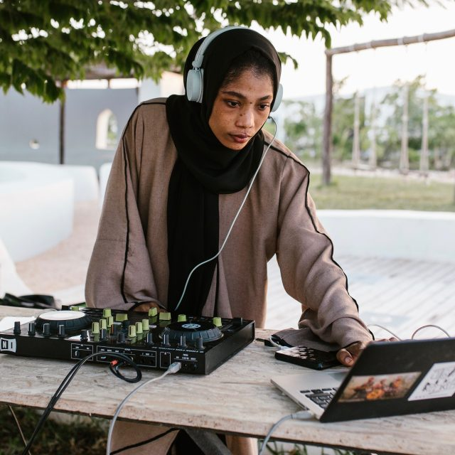 Meet 'the Hijab DJ' breaking gender stereotypes in Tanzania
