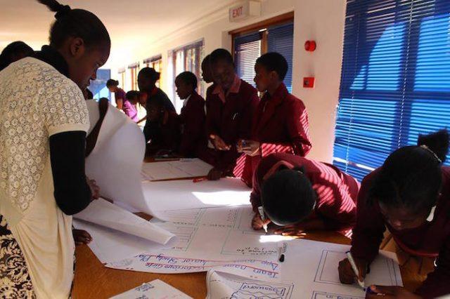 Hoe een groep veertienjarige meisjes de wetenschapsindustrie in Zimbabwe wakker schudden.