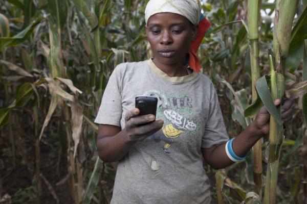 Hoe internet vrouwen en meisjes helpt om uit armoede te klimmen