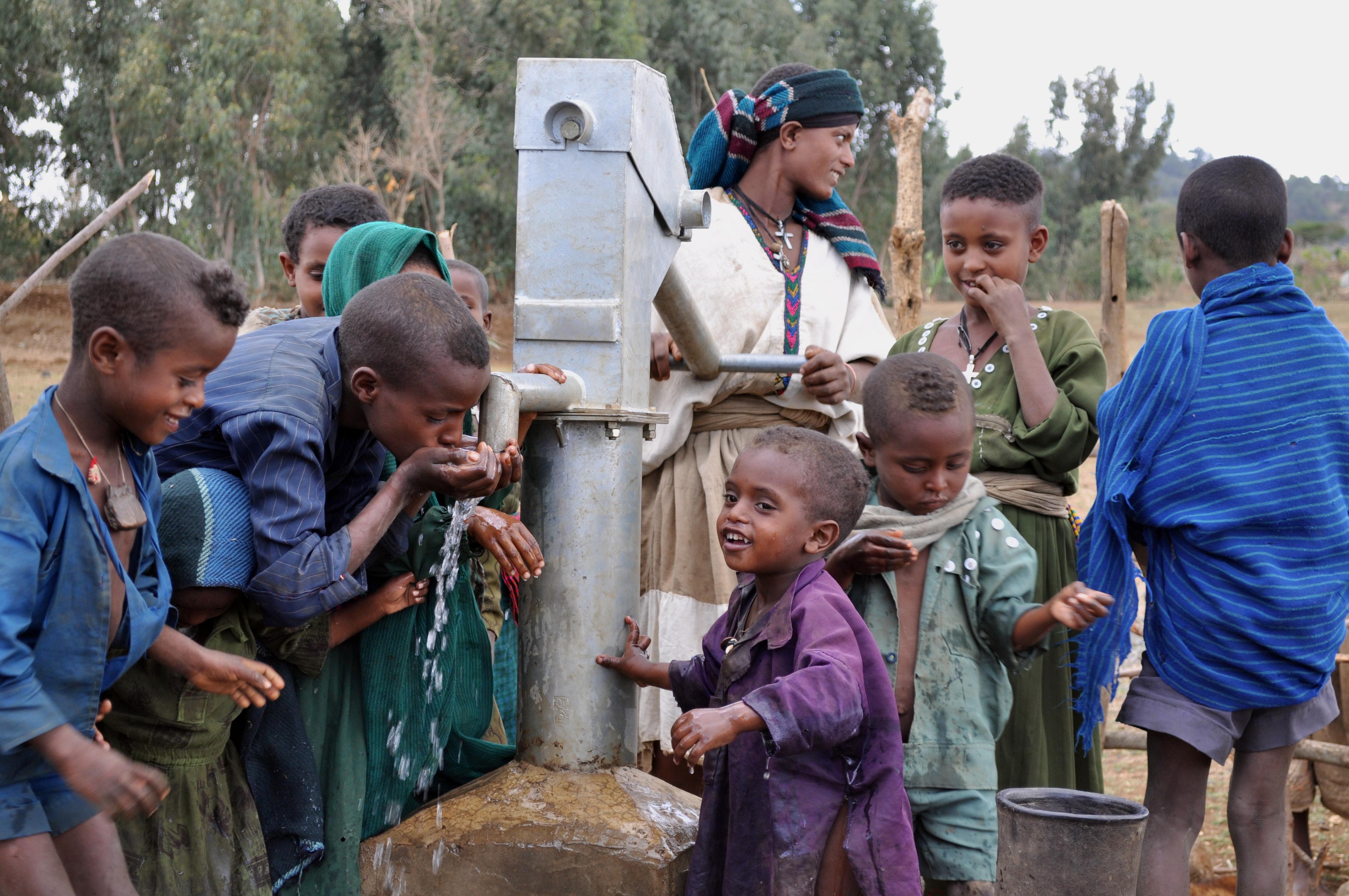 Photo essay: Matt Damon and Gary White of Water.org in Ethiopia
